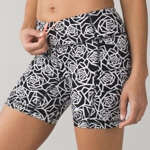 Lululemon Speed Track Short Sz 8 NWOT